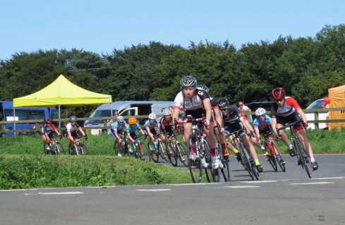 Connie takes to the front on fourth lap