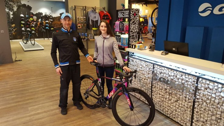 Lauren picks up her team bike from sponsors Giant Docklands