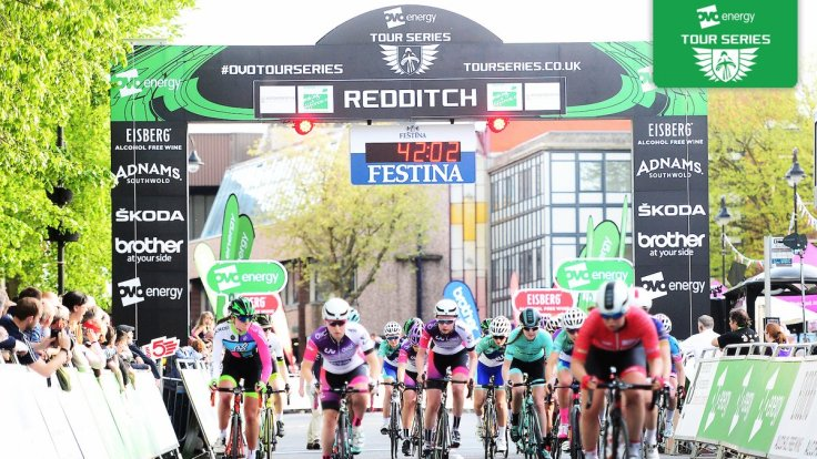 Connie Hayes and Charlotte Broughton at restart - Tour Series Redditch 2018 (photo: ITV)