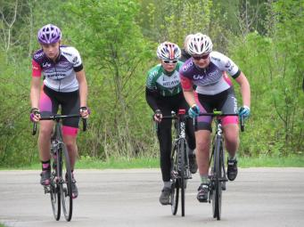 Harley and Charlotte with break away - Monument Spring Crits 2018 (photo: Phil Moir)