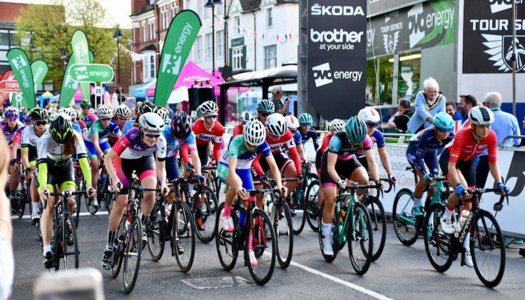 A fast clip-in is essential for Charlotte Broughton to get behind the neutral lap vehicle - OVO Tour Series Redditch 2018 (photo: John Scale)