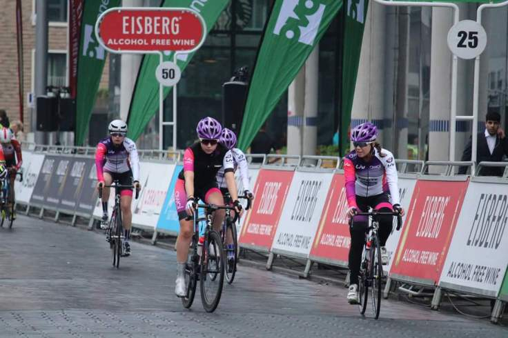 Zoe Brookes warm up with team - OVO Energy Tour Series 2018 Wembley (photo: Donald Old/Rebecca Torrie)