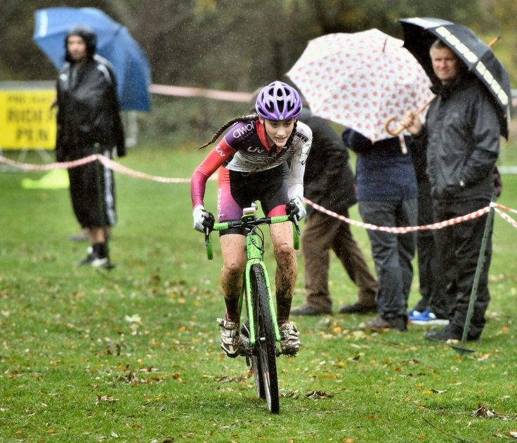 Lauren Higham - riding to win at Welwyn CX 2018 (photo © John Orbea)